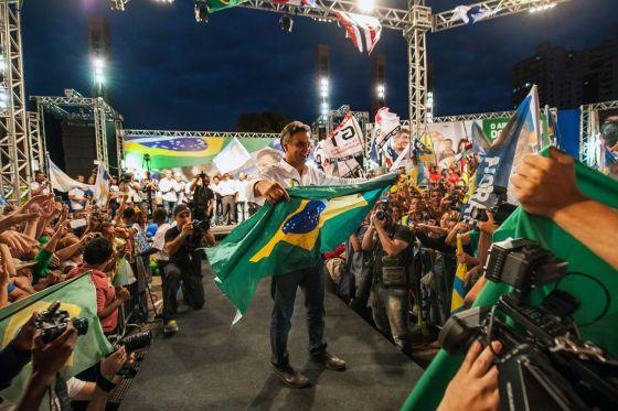 Neves y Rousseff apoyan reformar un Congreso ingobernable