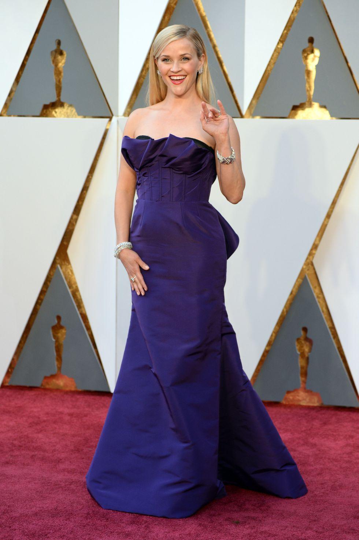 A atriz Reese Witherspoon no tapete vermelho de 2016