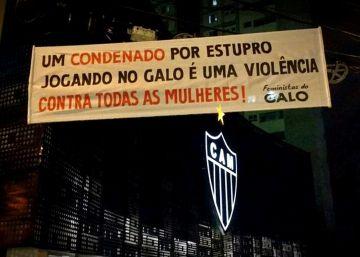 "Aficionadas del Atlético Mineiro protestan contra Robinho: ""No queremos violadores"""