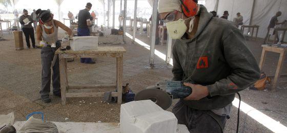 El 15 de los trabajadores del m rmol y la madera padece for Como se fabrica el marmol