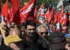 Miles de personas salen a la calle en Bilbao en contra de los recortes