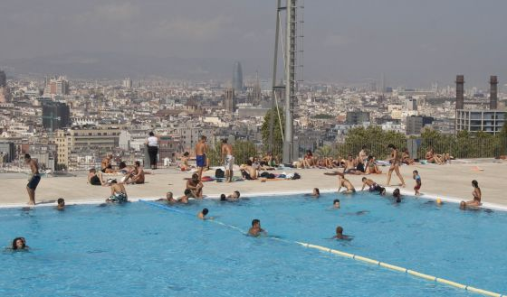 Las piscinas de barcelona son escasas y caras catalu a el pa s - Piscina en barcelona ...
