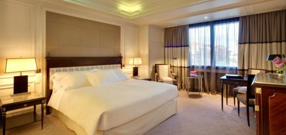Un joven muere de sobredosis en la habitaci n de un lujoso for Hoteles con habitaciones comunicadas en madrid