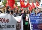 Los sindicatos protestan contra la ley de reforma local