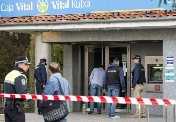 Dos artefactos contra las oficinas de kutxabank el d a que for Kutxa oficinas madrid