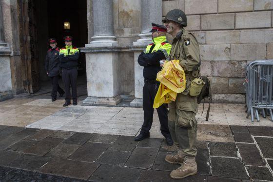 Ataque en el zoo de barcelona el hombre que se tir a los for Trabajo urge barcelona
