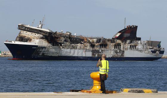 El sorrento atraca en el puerto de sagunto comunidad valenciana el pa s - Tanatorio puerto de sagunto ...