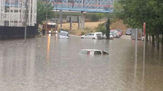 Tiempo muere una mujer arrastrada por las lluvias en for Televisan el madrid hoy