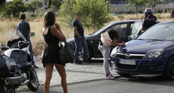estereotipos en las mujeres prostitutas coche