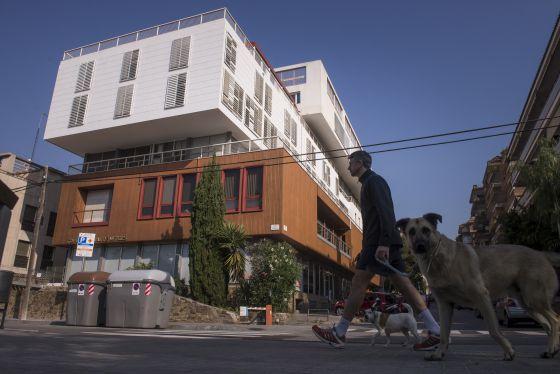 El col legi de metges avala el pla de boi ruiz per - Colegio delineantes barcelona ...
