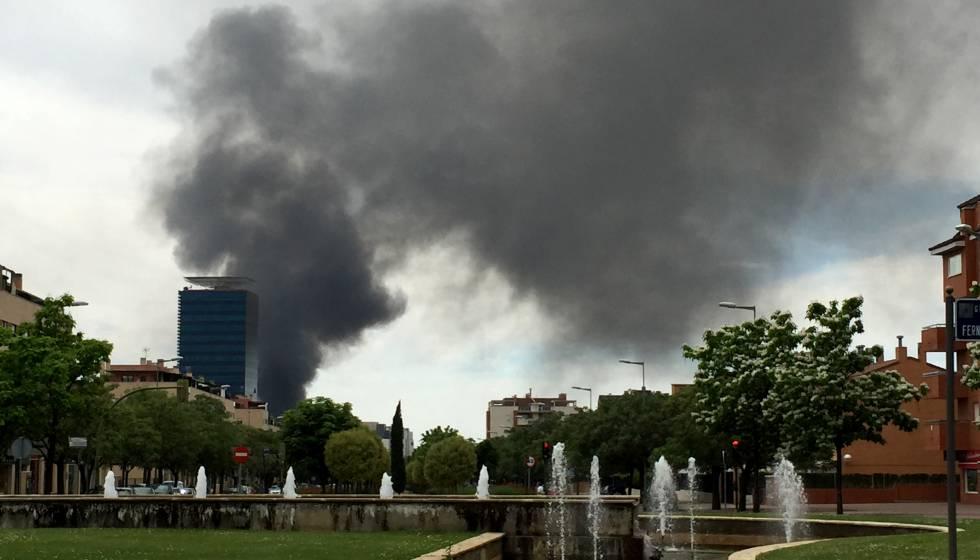 Un incendio destruye varias naves industriales en alcal - Pintores alcala de henares ...