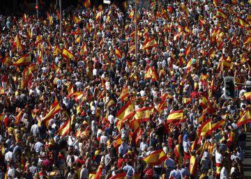 Decenas de miles de personas se manifiestan por la unidad de España en Madrid
