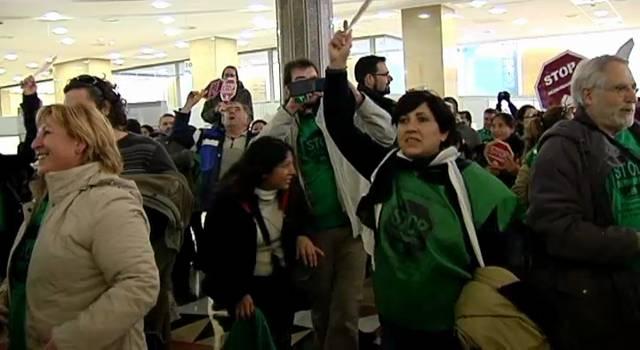 Noticias uruguayas manifestaciones en toda espa a padres for Oficinas bbva vigo