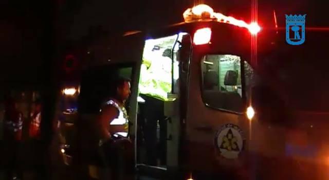 La víctima ha sido trasladada con pronóstico muy grave al servicio de urgencias del hospital La Paz.