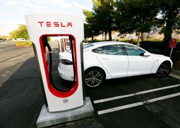 ¿Cuánto cuesta asegurar un Tesla? ¿Y un coche autónomo?