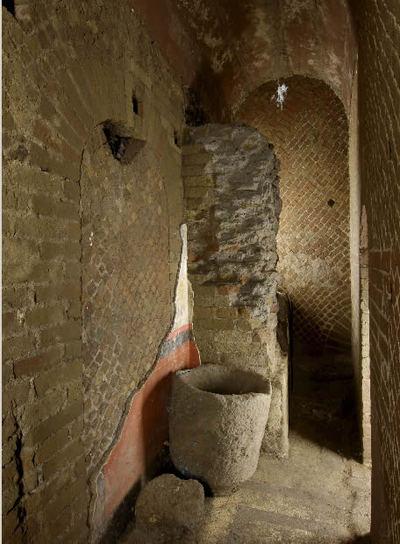 Interior de una casa de la época republicana descubierta recientemente en la colina palatina, en Roma, donde también se ha localizado la cripta en la que fue asesinado el emperador Calígula.