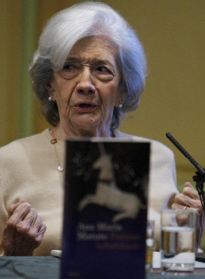 http://www.elpais.com/recorte/20081217elpepucul_20/LCO340/Ies/novelista_Ana_Maria_Matute_durante_presentacion_Madrid_Paraiso_inhabitado.jpg