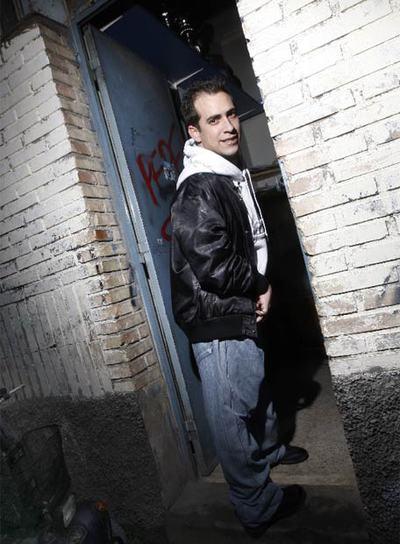 http://www.elpais.com/recorte/20090208elpdmgrep_3/LCO340/Ies/Langui_entra_Radio_Taraska.jpg