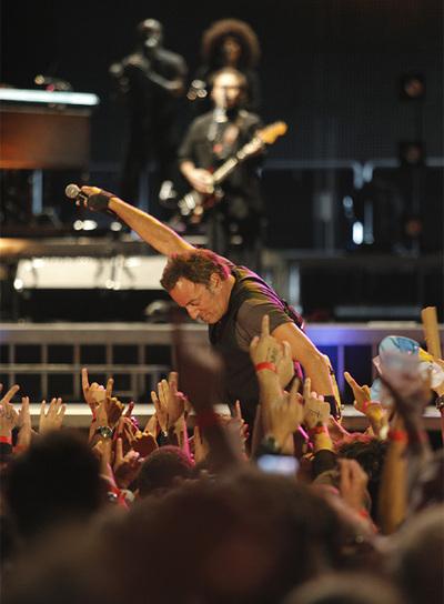 Caos y protestas en el concierto de Springsteen en Santiago