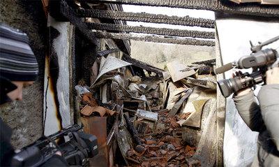 http://www.elpais.com/recorte/20100215elpepucul_31/LCO340/Ies/Andoni_Luis_Aduriz_contempla_cocina_carbonizada.jpg