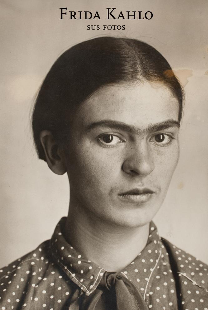El marido de Kahlo, Diego Rivera, guardó los archivos fotográficos que él y su mujer habían creado a lo largo de su vida. Antes de morir, confió a su amiga y albacea Lola Olmedo todo el material y le pidió qu eno se publicara hasta 15 años después de su fallecimiento. Olmedo esperó 50 años, hasta 2006. El libro de editorial RM recoge 400, muchas de ellas inéditas.-