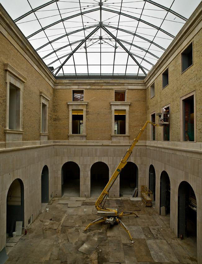 Nueva cubierta de cristal de dos de los patios del interior del museo arqueológico, de estilo romano y árabe. JOSÉ MANUEL BALLESTER