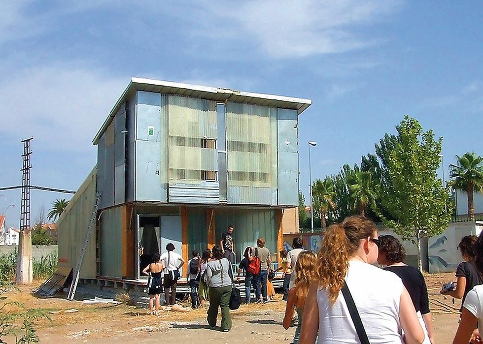 Ni más ni menos. Un proyecto básico válido para varias ubicaciones, como este prototipo de comedor escolar que La Panadería realizó para la Junta de Andalucía. JORGE YREGUI