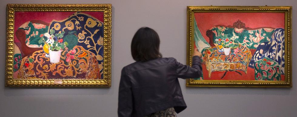 Bodegón Sevilla I, (derecha), y Bodegón Sevilla II, (izquierda), unas de las obras de la exposición de Henri Matisse, Matisse y La Alambra en el museo de Bellas Artes de Granada. Julián Rojas