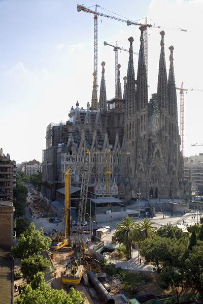 Obras del AVE junto a la Sagrada Familia