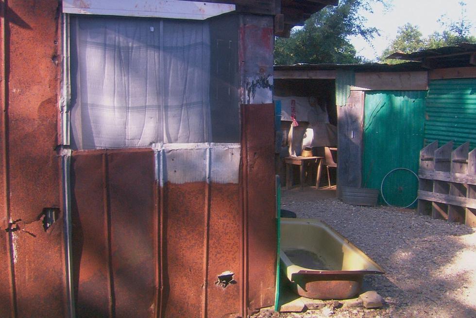 Vivienda precaria. Fotograma de la película Americus, de 2008. MAK