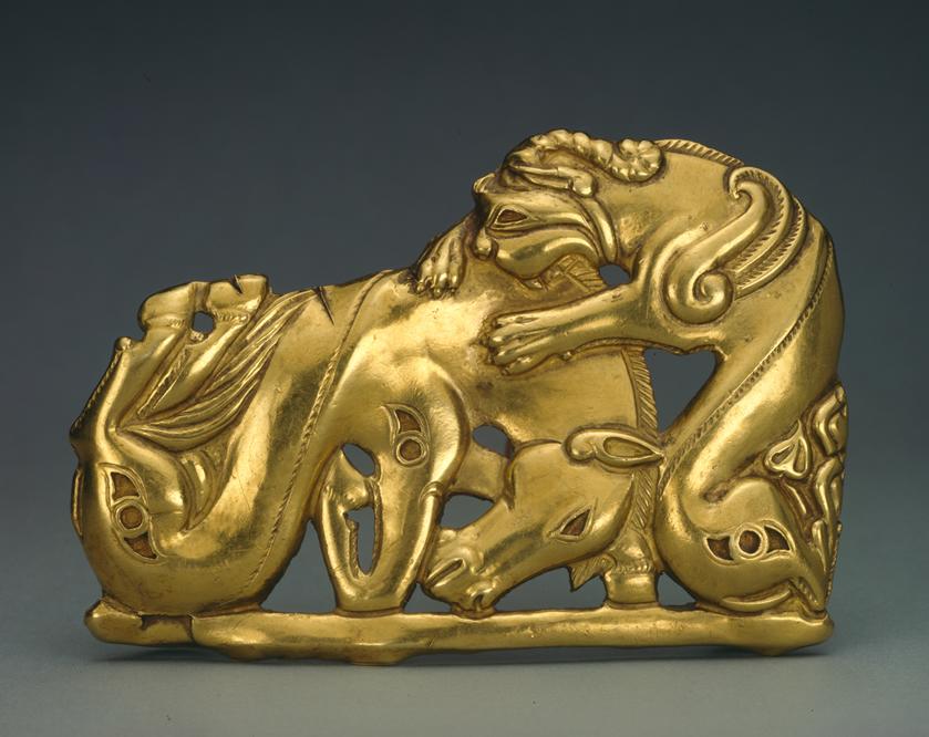 Placa de cinturón con un caballo y un monstruo. Pieza de oro de los escitas (colección siberiana de Pedro El Grande) Siglo IV y V a.C San Petersburgo, State Hermitage Museum