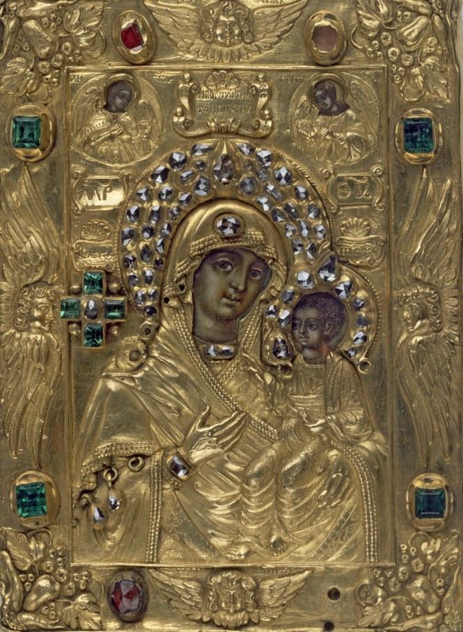 Icono de Nuestra Señora de Iveron, Moscú, Rusia, 1690-1700. Retablo en madera, oro y plata con incrustaciones de diamantes, esmeraldas y rubíes.-