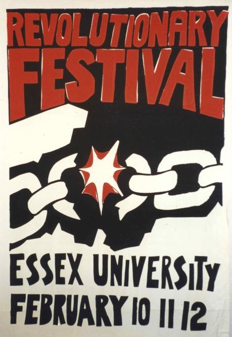 """Festival revolucionario en Essex. Las organizaciones estudiantiles, como esta de la universidad de Essex, fueron numerosas y muy activas, aunque algo desorganizadas y con reducidos recursos económicos. En aquel sistema de """"paga lo que puedas"""", estas asociaciones eran las que menos se podían permitir."""