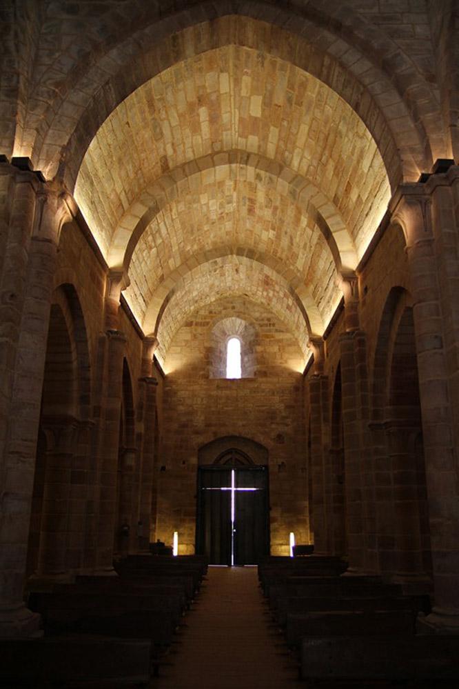 Interior de Santa María de Mave