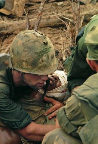 Durante su estancia en Vietnam, Burrows intentó retratar el lado más humano del drama y llegar lo más cerca posible del campo de batalla. Hasta el 10 de febrero de 1971, cuando el helicóptero en el que viajaba fue alcanzado por fuego antiaéreo cerca de la frontera de Laos