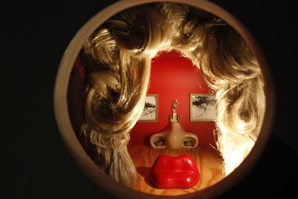 Un vistazo al cuarto. Una imagen de la Mae West Room de Salvador Dalí. SERGEI KARPUKHIN (REUTERS)