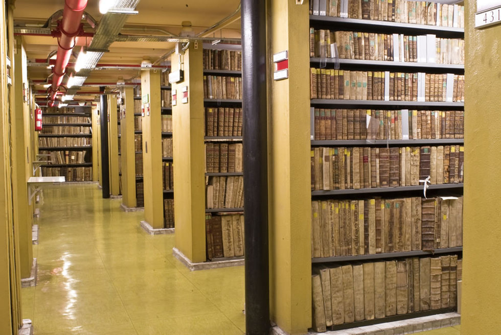 Tesoros de tres siglos de historia  - Fondo Antiguo