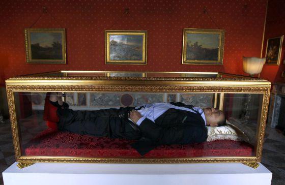 halottak koporsóban
