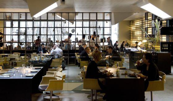 Bocadillos con cinco estrellas cultura el pa s for Cocinas integrales para restaurantes