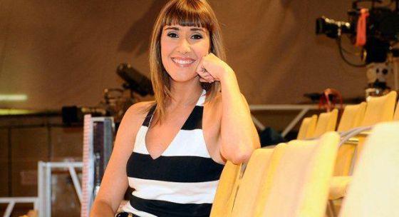 Sandra davi al frente de espejo p blico en verano for Espejo publico verano
