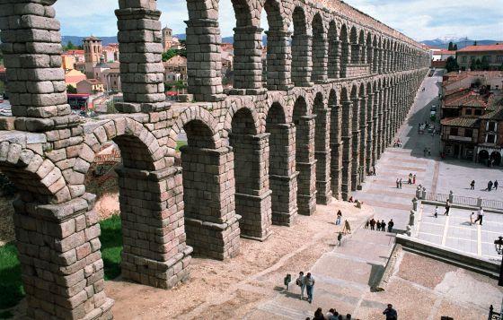 El acueducto de segovia pasa por el quir fano para su conservaci n cultura el pa s - Acueducto de segovia arquitectura ...