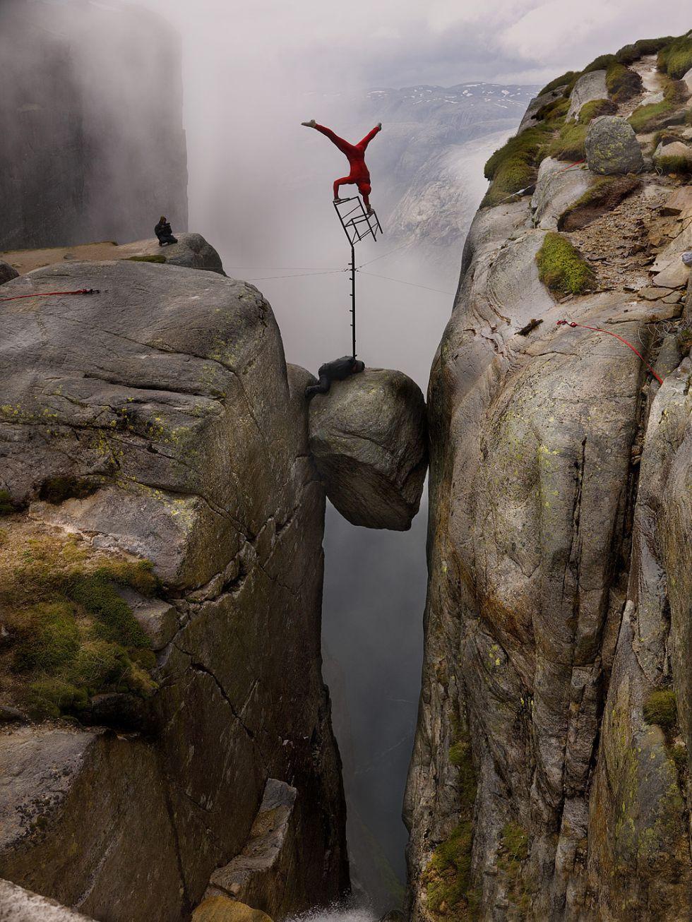 Resultado de imagen de acrobacias en el precipicio