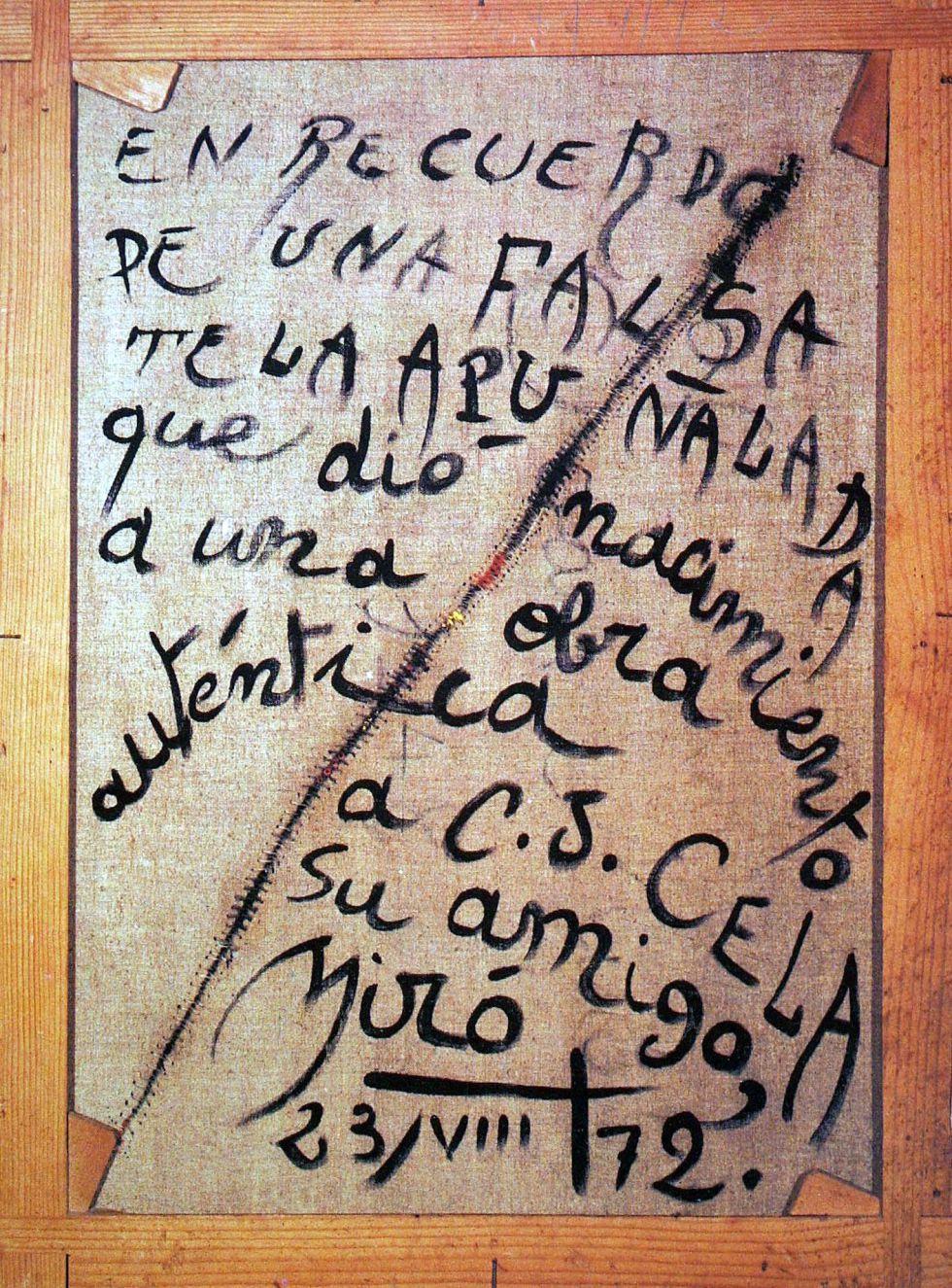 Parte trasera del falso 'Personnage Oiseau', de Miró, en la que el pintor escribió después una dedicatoria a Camilo José Cela.