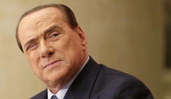 Ante  los rumores  que lo  vinculan con Cristina Kirchner, hablo Berlusconi