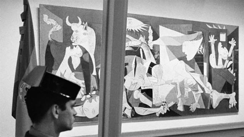 """guernica essay When considering the painting """"guernica"""" by pablo picasso we must first consider why the piece meets the criteria of an actual work of art first, we define wether the piece was made by an artist and why this artist is accredited this painting was done by picasso, one of the most renowned painters of his."""