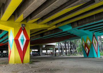 Lazos amarillos, grafitis y anuncios: la lucha por el espacio público