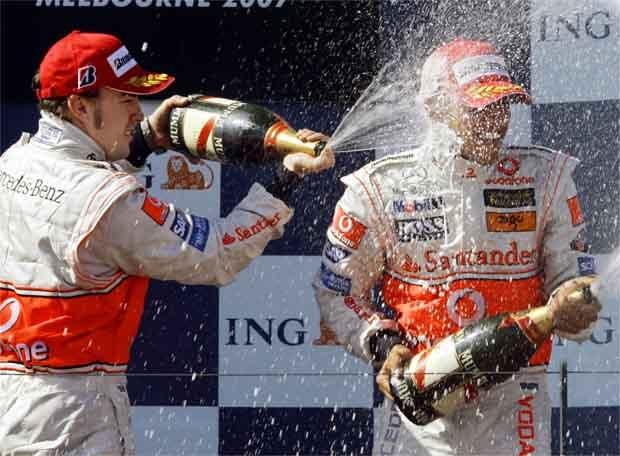 Fernando Alonso celebra su segundo puesto
