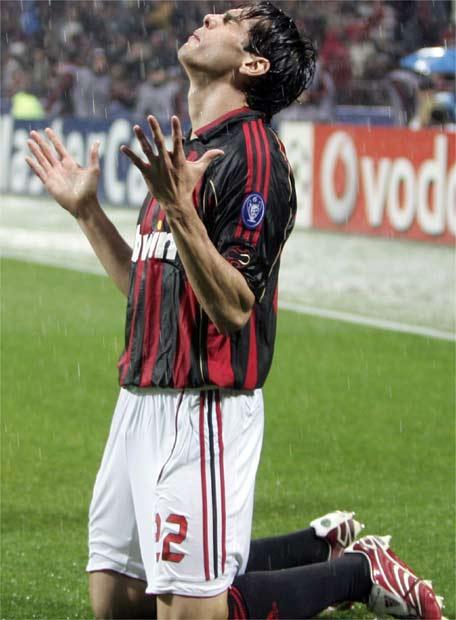 Periodico Milano Kaka_celebra_gol
