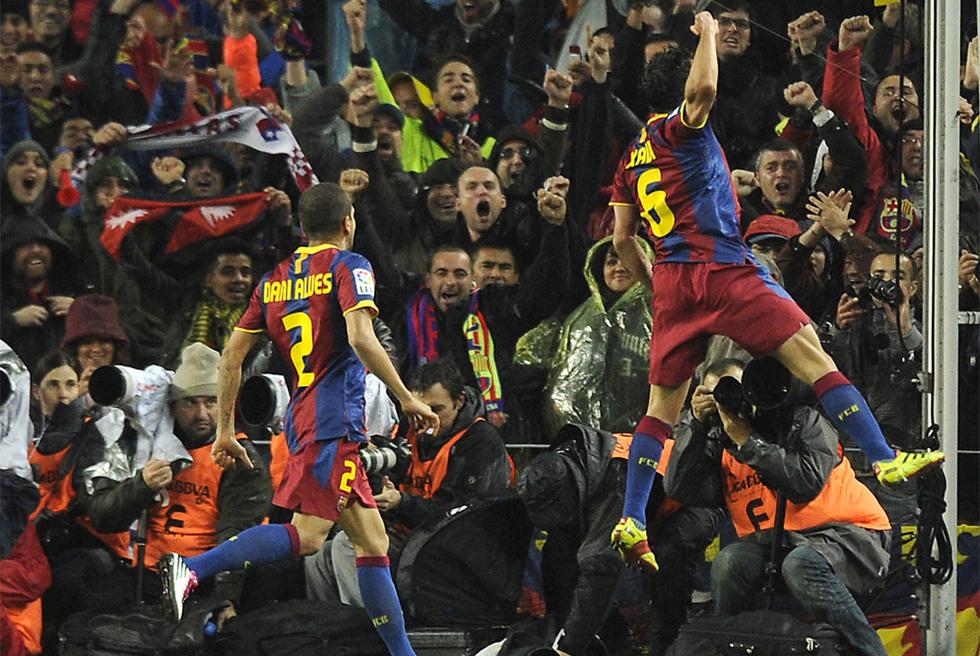El clásico, en fotos  - Estalla el Camp Nou