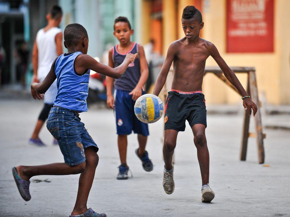 El fútbol brota en Venezuela y Cuba